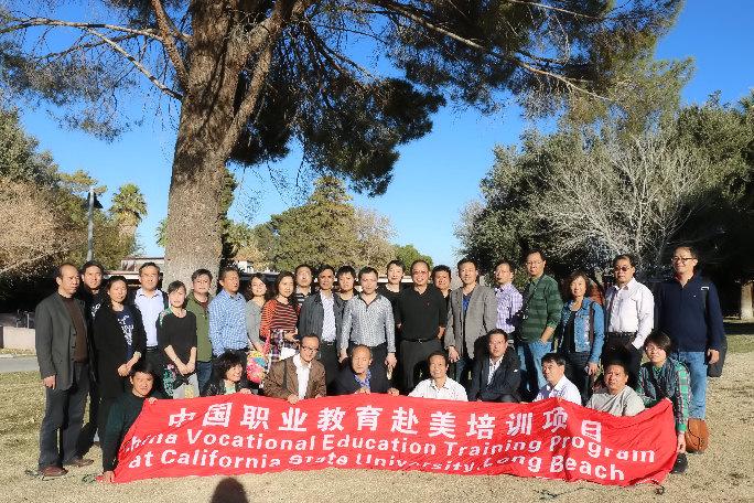 迪汤玛斯院长、伊顿副院长和姜镇英教授接待中国职业教育代表团