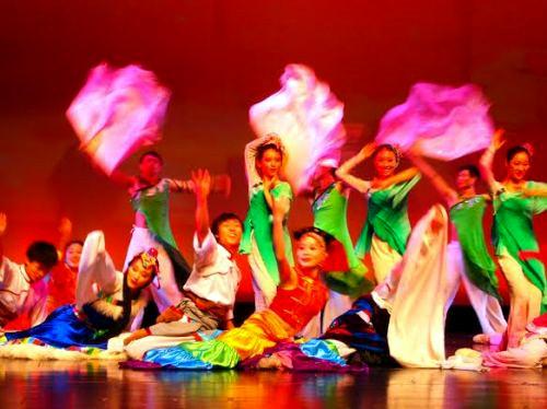 2014年清�A大�W�L美文化交流团洛杉�庆祝新春演出