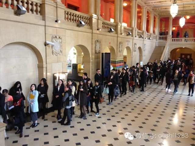 巴黎大学城来讯:巴黎中国人才招聘会人潮汹涌