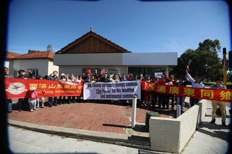 西澳华人华侨举行集会抗议帕尔默辱华言行