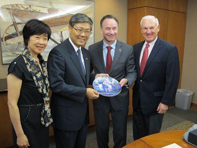 领事保护进校园 中国驻洛杉矶总领馆刘健访问圣迭戈高校