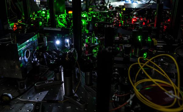 荷兰代尔夫特理工大学科学家证实量子纠缠:物质远隔万里却相互作用