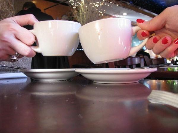 哈佛大学公共卫生学院胡丙长研究表明每日饮用咖啡可降低死亡风险