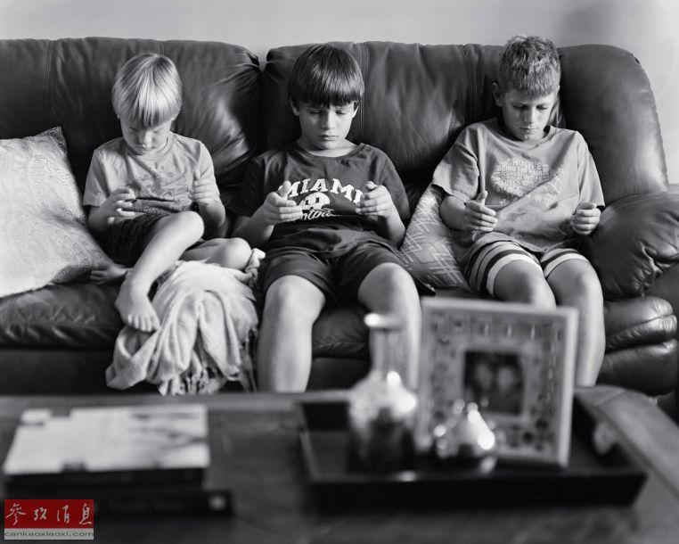 手机带来永远都不能原谅的时代之殇:虚幻、沉默、疏远...