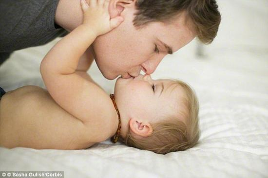 北卡罗莱纳大学医学院证明: 大多数人更像父亲 - 父系基因表达更强烈