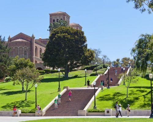加州本地美国学生想进加州大学(UC)系统的难度要大于国际留学生