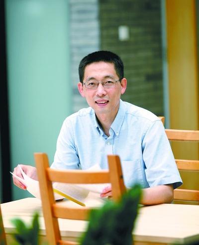 施一公正式获任清华副校长 承诺每年仍教100节课