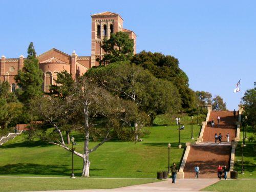 加州大学(UC)秋季入学申请人数近12万人次创历史新高