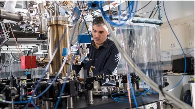 Science:通用电量子计算机各种方案,试看谁能胜出?