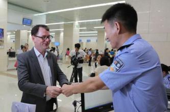 """上海颁布出入境政策""""新十条"""":优化人才政策  吸引外籍人才创新创业"""