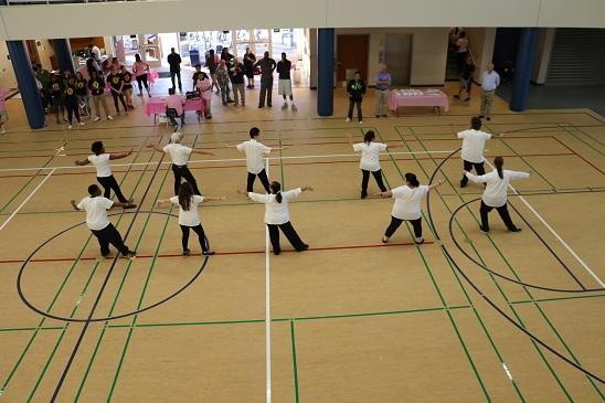 巴斯度健康中心举行落成开幕典礼 美国学生表演中国太极拳惊叹社区