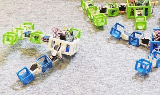 """荷兰阿姆斯特丹自由大学首个机器人婴儿诞生 用Wifi""""交配生子"""""""