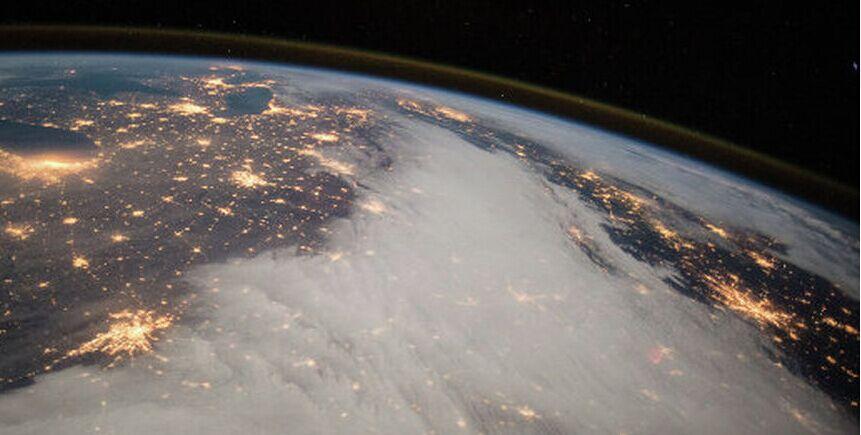 地理学家称到达地球中心的旅行需要1.8年