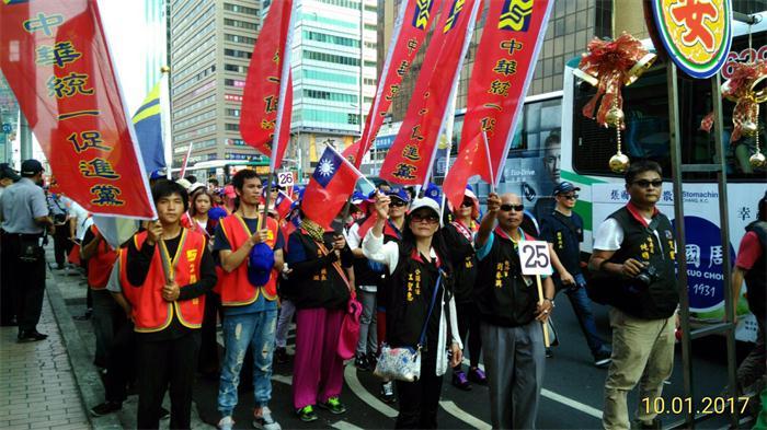 台北民�在街上�e行有史以�硖�匙钍⒋蟮闹�����c�[行活��