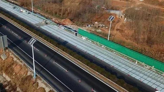 光伏路面横空出世:公路变成充电宝