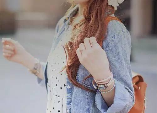真正的朋友,就是一双手,一个肩膀,一个怀抱,一个鼓励,一句安慰,一个信任,一路相伴