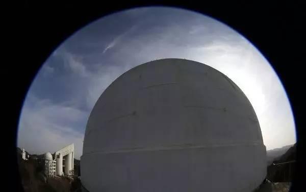"""中国天文界公开争论:""""世界最大""""光学望远镜该怎么建?"""