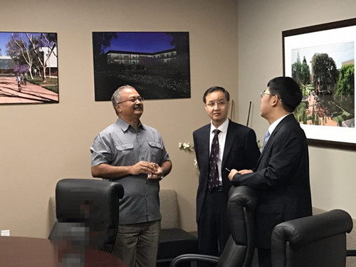 袁东参赞和张泰青参赞访问加州州立大学长滩分校