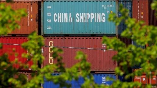 """徐奇渊:应对中美贸易战的第三种策略 -""""紧抱""""美国"""