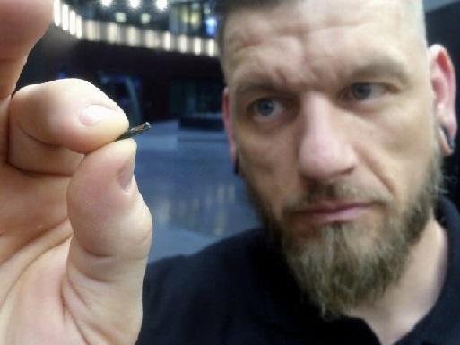 在瑞典 已经有超过4000人在身体中植入了芯片