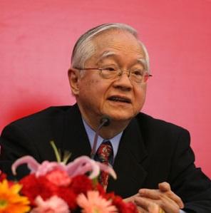 吴敬琏:改革尚在半途  中国的两种前途(2013-09-10 14:58)