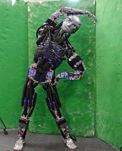 """东京工业大学和早稻田大学开发出伸屈自如的""""手性偶氮苯晶体""""机器人"""
