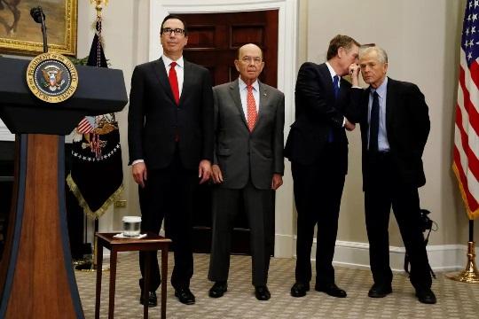 谁帮特朗普策划了对华贸易行动?
