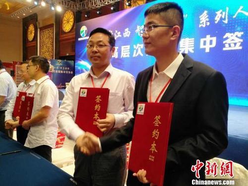 """中国人力资源和社会保障部:2017年回国48.09万人""""海归""""五大政策优势"""