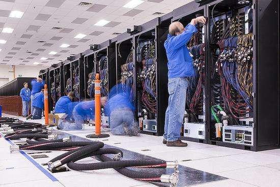 """美制成""""顶点""""超级计算机:比""""太湖之光""""运算速度快7.5亿亿次/秒"""