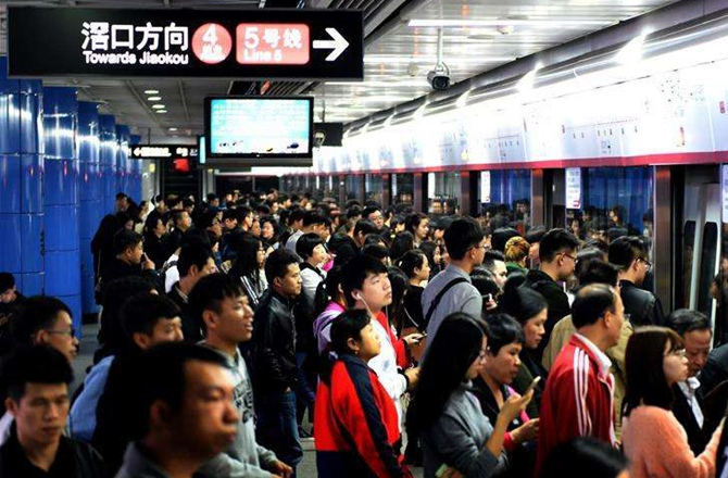 """""""时间贫穷"""":中国人的时间都去哪了?"""
