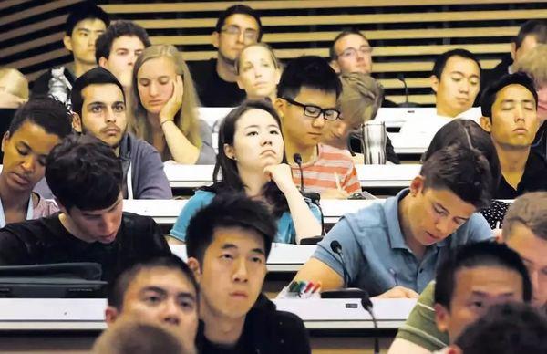 哈佛大学:扭转潮流,在招生过程中倡导新的升学标准