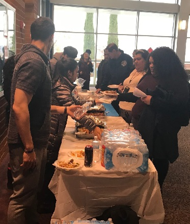 美国华裔教授专家网和BC国际学生联合会举办新年聚餐会