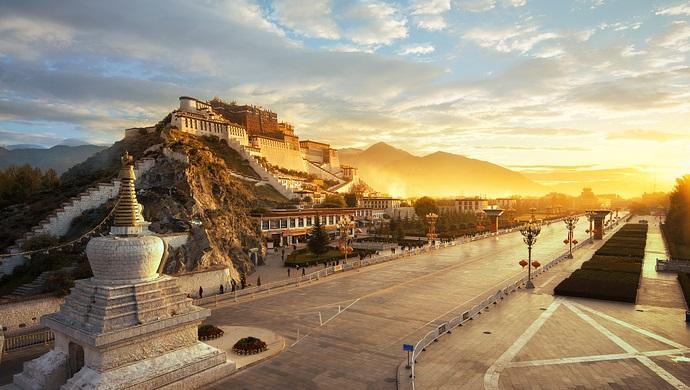 《伟大的跨越:西藏民主改革60年》白皮书