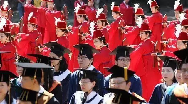 """中国高校教师集体赴韩""""补学位"""", 12天、20万元就能拿韩国博士文凭"""
