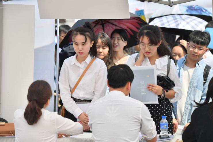 《2019年834万中国高校毕业生就业报告》(就业蓝皮书)